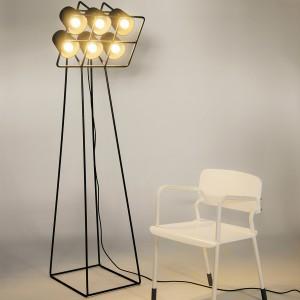 Lampa podłogowa Seletti Multilamp - metalowa konstrukcja i klosz z 6 żarówkami. marka: Seletti. Sprzedaż: CzerwonaMaszyna. Cena: ok. 2037 zł.