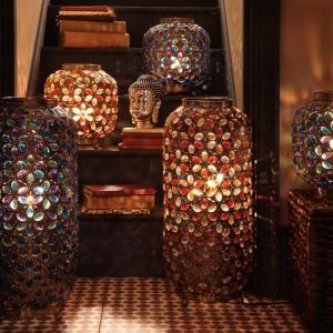 Witrażowe lampiony wykreują magiczny klimat. Fot. Little Woods.