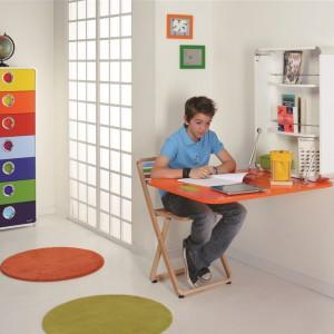 Blat biurka można zamontować również na ścianie. Fot. Foppapedretti.