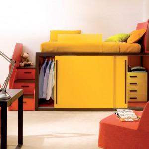 Lampka jest nieodłącznym elementem wyposażenia biurka. Fot. dearkids.it.