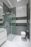 Biało - szara łazienka.