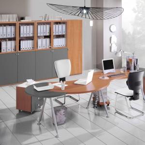 Oryginalne biurko przeznaczone dla dwóch osób. Fot. Giessagi.