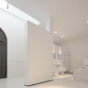 Zachowano i starannie odnowiono zabytkowe kościelne drzwi. Fot. Frank Hanswijk.