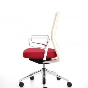 Barwy narodowe w formie krzesła ID marki Vitra. Fot. Vitra.