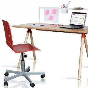 Czerwone krzesło w miejscu pracy może dodać pewności siebie. Fot. Dller.