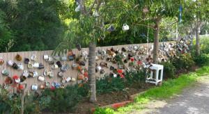 Właściciele domów, dbający o wizerunek posesji, chcąc się wyróżnić przelewają swoją pomysłowość na ogrodzenia. Wynikiem tego bywają efekty wzbudzające uśmiech na twarzy.