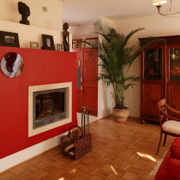 Kominek w salonie: Ciepło i  elegancko