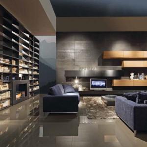 Okazała biblioteka może zastąpić w salonie ścianę. Fot. Presottoitalia.it.