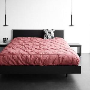Łóżko z zagłówkiem oraz szafki nocne Global. Fot.BoConcept.