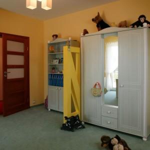 W pokaźnej szafie wszystko ma swoje miejsce. Fot. Archiwum Dobrze Mieszkaj.