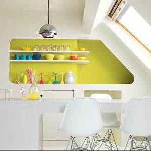 Lateksowa emulsja Dulux Kitchen&Bathroom wyprodukowana z myślą o najwyższej ochronie ścian i sufitów w kuchni oraz łazience. Dzięki zastosowaniu unikatowej receptury Protect Technology tworzy trwałe powłoki odporne na tłuszcz i wilgoć oraz działanie grzybów pleśniowych. Rodzaj powłoki: Matt i Satin. Wydajność: do 18m²/l. 45 zł/l, AkzoNobel.