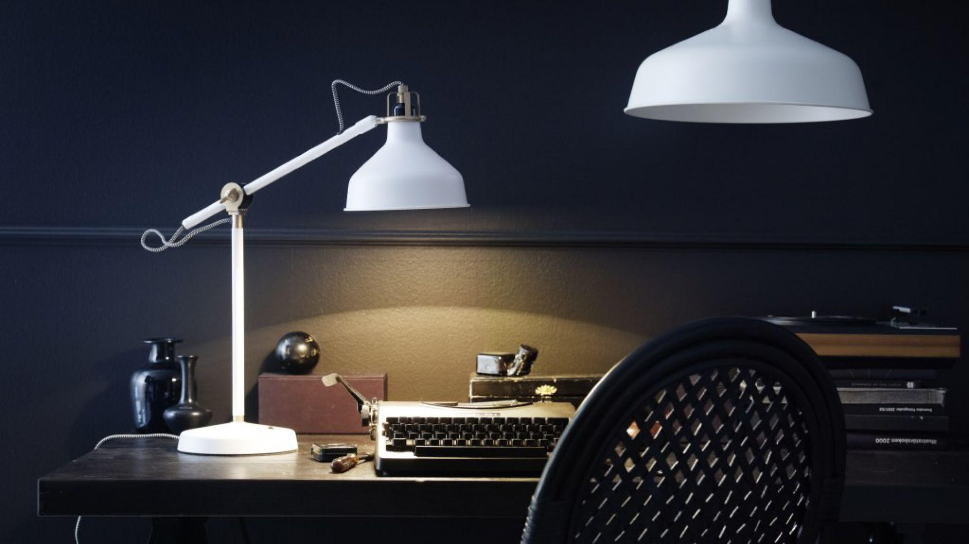 Biała lampa Ranarp. Fot. Ikea.