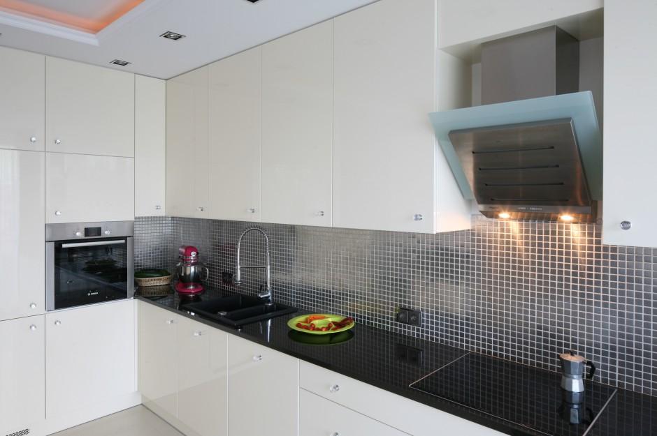 Meble kuchenne są bardzo...  Kuchnia otwarta na salon. Zobacz stylową, kobiecą aranżację ...