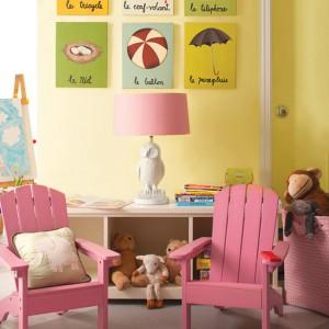 Różowy kolor znakomicie komponuje się nie tylko z bielą, ale i żółcią. Fot. Benjamin Moore.