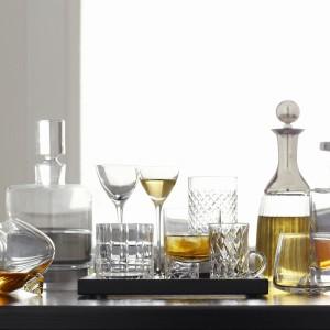 Przygotowując szkło na wizyte gości należy pamiętać aby dokładnie wyczyścić i wypolerować szkło. Fot. Occa-Home.