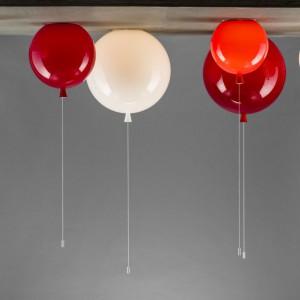 Niezwykła lampa Memory idealnie imituje balonik. Dostępna w róznych wielkościach i kolorach. Pomysł na miarę designerskiego Oscara! Fot. Boris Klimek.
