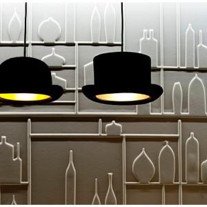 Lampy-meloniki Jeeves brytyjskiej marki Innermost dla miłośników angielskiej wytworności i zabawnych kształtów. Fot. Innermost.