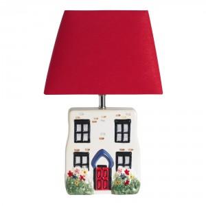 Klosz lampy w połączeniu z jej podstawa tworzy uroczy domek. Fot. Cath Kidston.