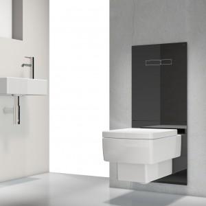 TECElux, Tece. Wyposażony w funkcję bidetu i wentylację, oczyszczanie powietrza i samoczynne spłukiwanie.  Całe wyposażenie techniczne ukryte jest w ścianie, widoczny jest jedynie płaska obudowa z białego, bezpiecznego szkła.