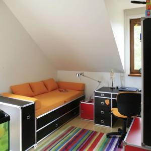 Kolorowy dywan choć jest tylko detalem, wyznacza kierunek całej aranżacji. Fot. Archiwum Dobrze Mieszkaj.