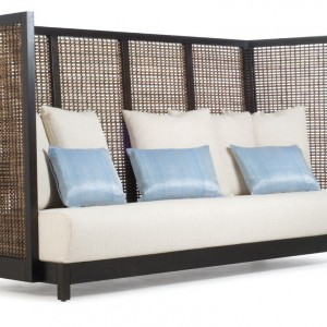 Sofa z wysokim oparciem. Kolekcja Suzy Wong. Fot. Kenneth Cobonpue.