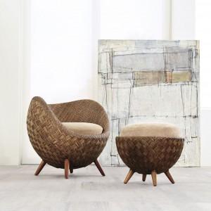 Fotel i pufa z kolekcji La Luna. Fot. Kenneth Cobonpue.