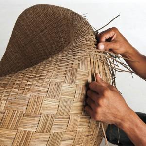 Meble marki Kenneth Cobonpue wyplatane są tradycyjną metodą. Fot. Kenneth Cobonpue.