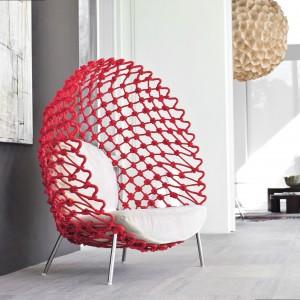 Fotel z kolekcji Dragnet. Fot. Kenneth Cobonpue.