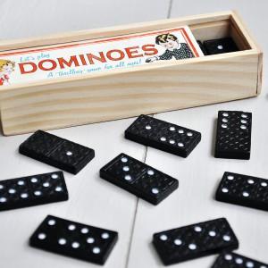Od pokoleń Domino wykorzystywane jest jako metoda na nudę. Fot. Dotcomgift Shop.