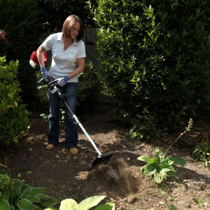 Honda VersatoolL  jako cały zestaw, służy do kompleksowej i całorocznej pielęgnacji zieleni na terenie posesji. Przystawki, wymiennie podłączane do jednostki napędowej za pomocą innowacyjnego szybkozłącza, służą do koszenia, wyrównywania krawędzi trawników, spulchniania wąskich grządek gleby pod uprawy kwiatów i warzyw, formowania krzewów i żywopłotów, przycinania gałęzi drzew a także usuwania liści i innego rodzaju drobnych zanieczyszczeń z powierzchni trawnika, tarasu i ścieżek. Zestaw można skonfigurować, dostosowując wybór elementów do indywidualnych potrzeb.