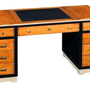 Dwukolorowe biurko marki Grange. Fot. Grange.