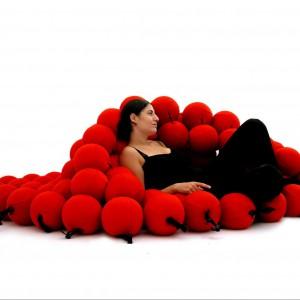 Seating System to niezwykły mebel do odpoczywania projektu Animi Causa. Ułoży się tak, jak chcemy. Fot. Anima Causa.