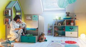 Intensywne kolory ciekawie prezentują się w dziecięcych pokojach, jednak używając ich dość łatwo o przesadę. Może więc warto zastąpić je barwami pastelowymi, zwłaszcza urządzając pierwszy pokój malucha.