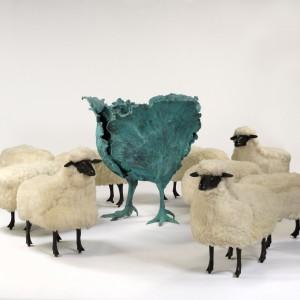 Claude i  François-Xavier Lalanne to twórczy duet francuskich artystów. Ich projekty, które gościły na wystawach na całym świecie, często odwołują się do świata zwierząt. Na zdjęciu m.in. siedziska Moutons.