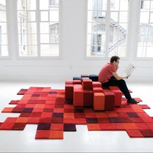 Dywan oraz siedzisko zaprojektowane przez Rona Arada dla marki Nanimarquina. Fot. Nanimarquina.