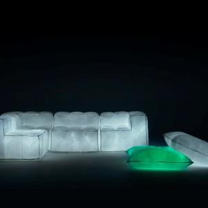 Świecąca w ciemności sofa Via Lattea marki Meritalia. Fot. Meritalia.