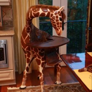 Dziecięce krzesełko Giraffe. Fot. Coolestkidsfurniture.