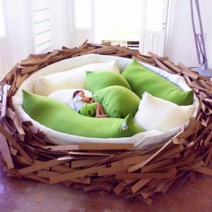 Giant Birdnest to połączenie łóżka, sofy i placu zabaw dla najmłodszych. Projekt OGE Creative Group dostępny jest w różnych rozmiarach i kolorach. Fot. OGE Creative Group.