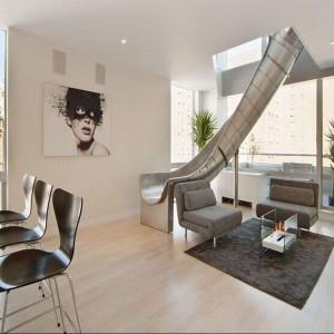 Nowojorskie mieszkanie Phila Galfonda, znanego pokerzysty i stylowa zjeżdżalnia. Fot. New York Times.