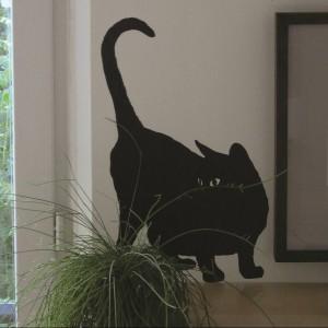 Nakleję-kota warto przykleić w najmniej spodziewanych miejscach, wszędzie tam, gdzie może się czaić zwierzak. Fot. Domestic.