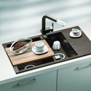 Bateria kuchenna wysokociśnieniowa, z wyciąganą wylewką AM 60-P. Wykończenie: chrom połączony z kolorem. Do wyboru są trzy kolory: piasek, beż i czarny. 1.299 zł, Alveus.