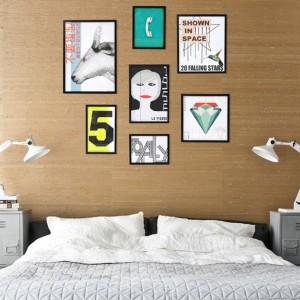 Lampki utrzymane w industrialnym stylu stanowią dopełnienie ciekawej aranżacji sypialni. Fot. HK Living.