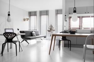 Widok na strefę wypoczynku, w której najważniejsza jest unikatowa sofa LCD, zaprojektowana przez Renatę Kalarus dla firmy Noti.
