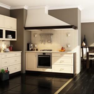 Kuchnia Amelia to połączenie jasnych kolor frontów foliowanych z ciemnymi, orzechowymi korpusami. Fronty posiadają charakterystyczne rzeźbienia. Wycena indywidualna, Layman.