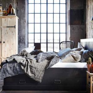 Łóżko Fjell  z 4 pojemnymi  szufladami zapewniają dodatkową przestrzeń do przechowywania. Fot.Ikea.