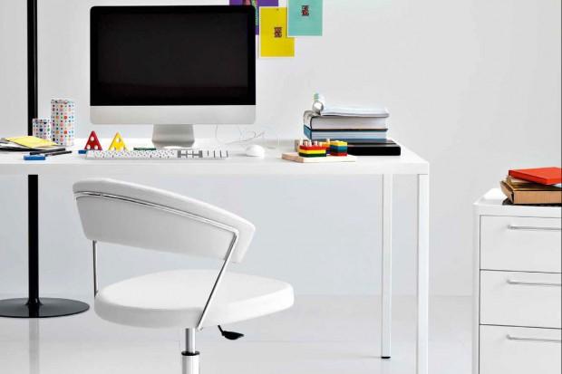Wiosna w biurze. Kolorowe akcesoria przydatne w pracy