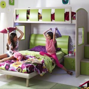 Łóżko piętrowe w kolorze świeżej trawy - idealne do  pokoju sióstr. Fot. Giessagi.