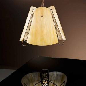 Elegancka lampa idealna do klasycznego gabinetu. Fot. Possoni.