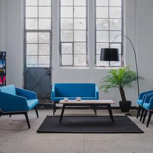 Kolekcja mebli wypoczynkowych (w tym fotel) Fin zaprojektowana przez Tomasza Augustyniaka dla mari Marbet Style. Fot. Marbet Style.
