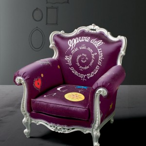 Stylowy i ciekawy fotel włoskiej marki Creazioni. Inspiracja klasyką, ale jaka kreatywna. Fot. Creazioni.